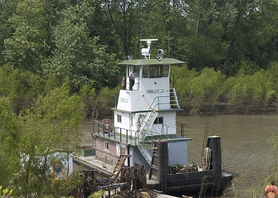 Tug Holly J on Gabouri Creek