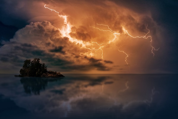 lightning 10 600x400